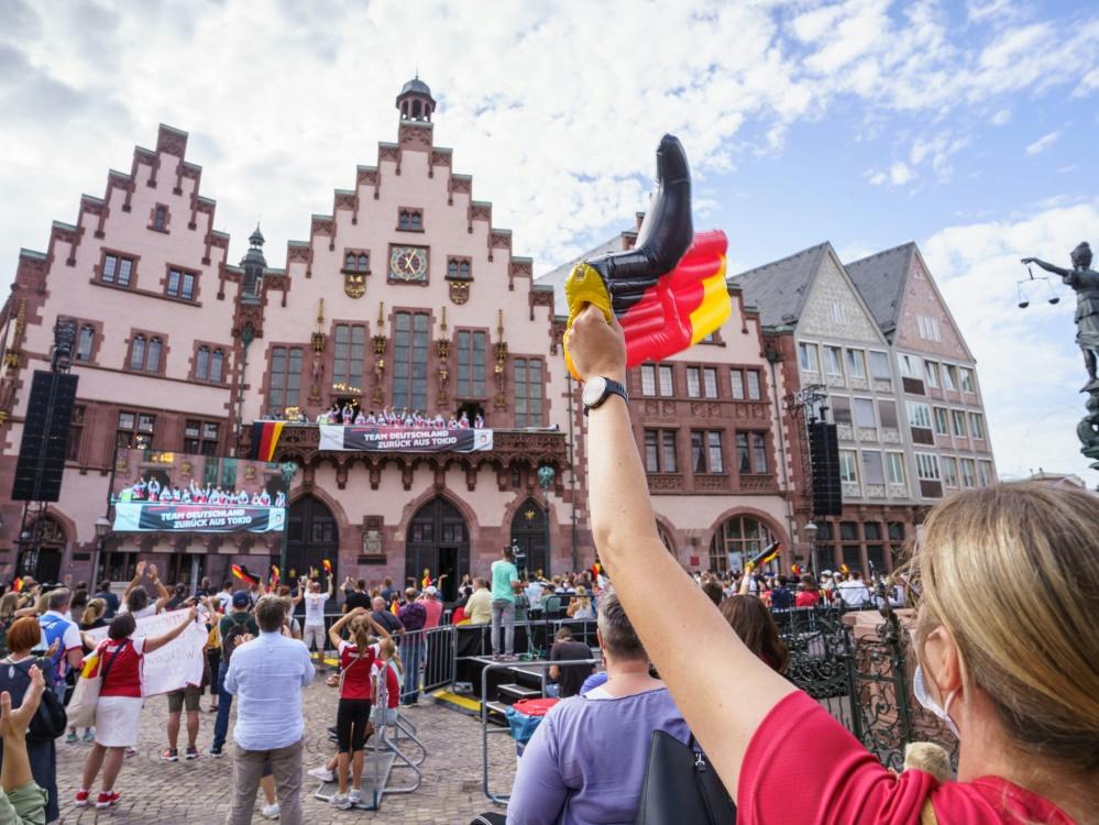 Deutsche Olympiamannschaft wurde in Frankfurt gefeiert (© Team Deutschland/Picture-Alliance/Team Deutschland/Picture-Alliance/Team Deutschland/Picture-Allianc)