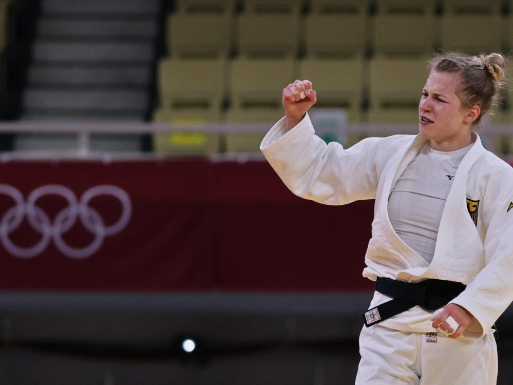 Theresa Stoll jubelt über Bronze im Teamwettkampf (© AFP/SID/JACK GUEZ)